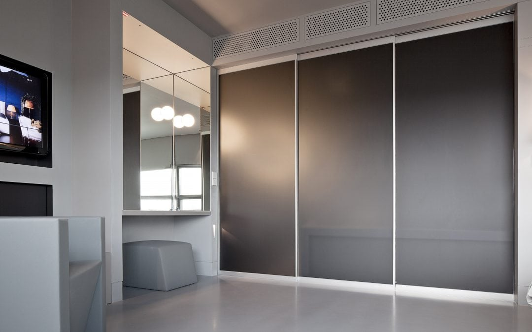 5 ways in which sliding wardrobe doors can redefine your space.